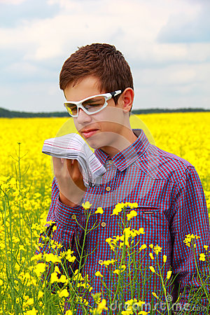Teenager suffering from pollen allergy