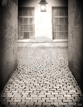 Free Alley By The Light Of A Lantern At Night Royalty Free Stock Photography - 35201567