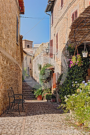 Free Alley With Flowers Of A Small Town In Umbria, Italy Royalty Free Stock Photos - 37701168