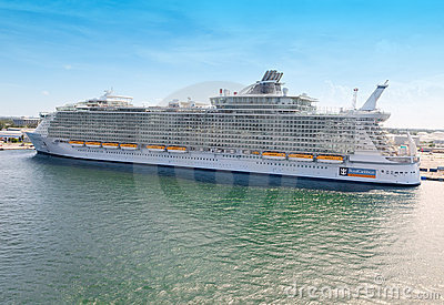 Allure of the Seas in Port Everglades Editorial Stock Photo