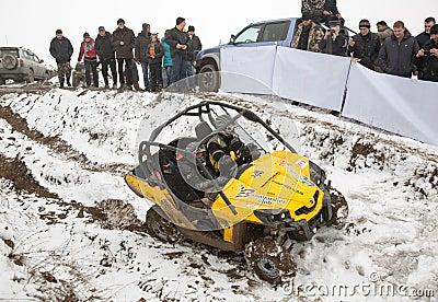 Alma Ata, Kazachstan - Februari 21, 2013. Het Off-road rennen op jeeps, de concurrentie van de Auto, ATV. Traditioneel ras Redactionele Foto