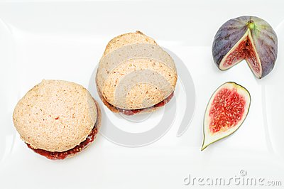 Almond and fig cookies