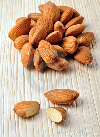 Free Almond Nuts Royalty Free Stock Photo - 10715285