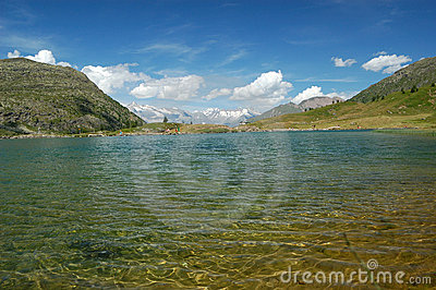 Alpine lake scenery