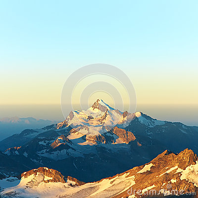 Free Alpine Mountain Landscape Stock Photo - 66879900