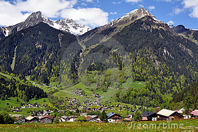 Alpine_village_and_mountains