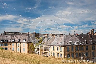 Alte Häuser über Rampart hinaus