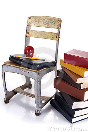 Alte schule stuhl laptop und stapel b cher lizenzfreie for Stuhl design schule