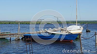 Alter Pier für Fischerboote stock footage