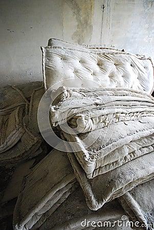 altes bett lizenzfreies stockfoto bild 2585875. Black Bedroom Furniture Sets. Home Design Ideas