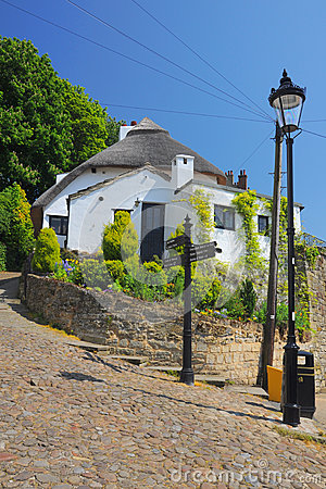 Altes Haus und Laterne in Knaresborough, England
