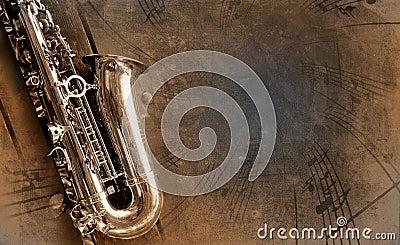 Altes Saxophon mit schmutzigem Hintergrund