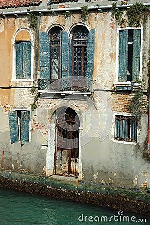 altes sch nes venedig haus auf dem wasser italien lizenzfreies stockfoto bild 21684115. Black Bedroom Furniture Sets. Home Design Ideas
