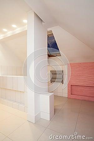 Amaranth house - attic bathroom