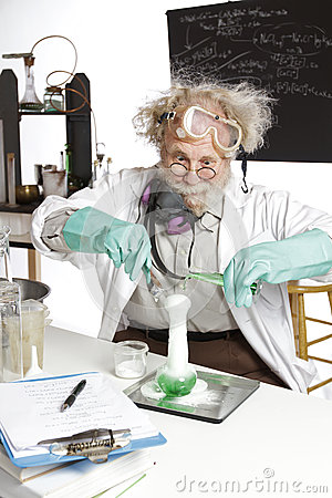 Free Amazed Senior Scientist With Foaming Beaker Royalty Free Stock Photography - 26731017