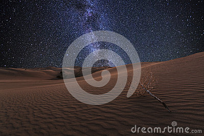 amazing-views-gobi-desert-under-starry-s
