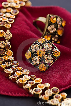 Free Amber Necklet Royalty Free Stock Photos - 11283298