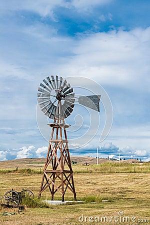 Americana Vintage Windmill