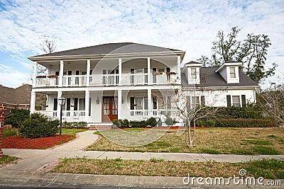 Amerikaans huis het herenhuis van de zuidelijk stijl stock foto 39 s beeld 23333263 - Mode stijl amerikaans ...