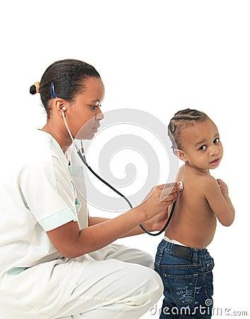 Amerikanische Krankenschwester des Schwarzafrikaners mit Kind trennte 1