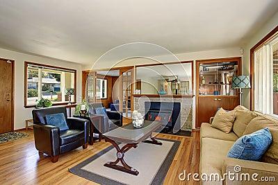 Eleganter Moderner Amerikanischer Wohnzimmerinnenraum Mit Kamin ... Kamin In Der Wand Amerikanisch
