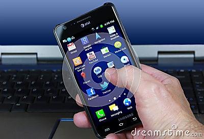 AT&T Smartphone met de Sociale Pictogrammen van Media Redactionele Stock Foto