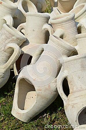 Amphores comme poterie de jardin photo stock image 52430021 for Amphore de jardin