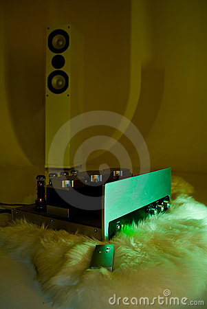 Amplifier and tower speaker