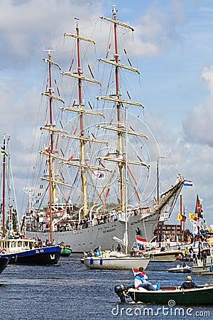 Amsterdam 2010 ståtar seglar Redaktionell Fotografering för Bildbyråer