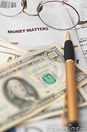 Análise do mercado de dinheiro, calculadora, dinheiro