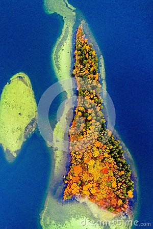 Free An Island Of Lake Aerial Stock Photo - 104564850