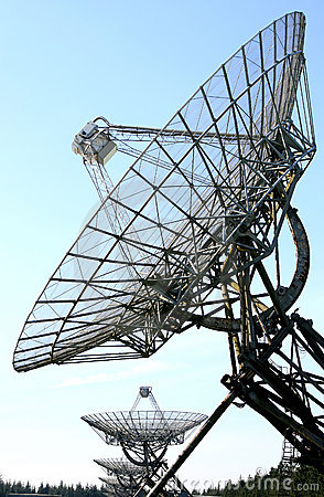 Free An Row Of Radio Telescopes In The Netherlands Royalty Free Stock Photography - 10922617