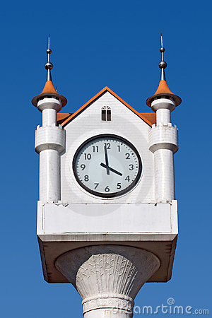 Analogue round clock
