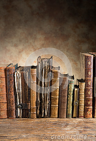 Free Ancient Books In A Row Royalty Free Stock Photography - 33433717
