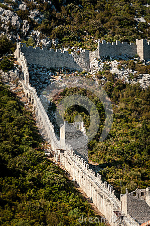Free Ancient Defensive Wall On The Hill Next To Ston In Croatia Royalty Free Stock Images - 36643369