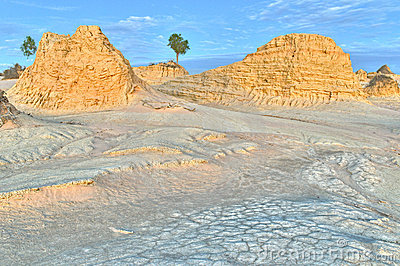 Ancient sand dunes and erosion patterns in Mungo N