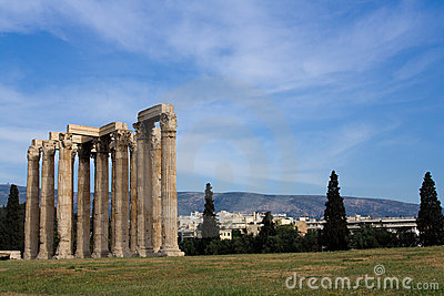 Ancient Temple of Olympian Zeus in Athens Greece o