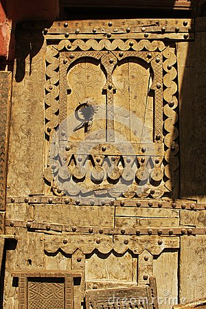 Free Ancient Wooden Door Wonderfully Carved And Decorated Royalty Free Stock Photography - 30213187