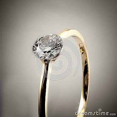 Anel de noivado do diamante