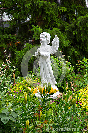 Free Angel Statue In The Garden Royalty Free Stock Image - 88517176
