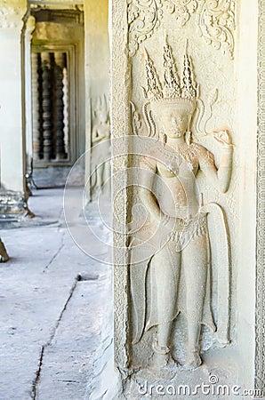 Angkor Wat complex - Apsara statue