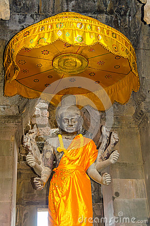 Angkor Wat complex - Statue of Vishnu with eight arms