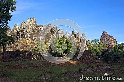 Angkor świątynny Phnom Bakheng