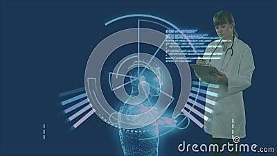 Animación de un doctor escribiendo en un archivo de papeles sobre un modelo de cuerpo humano 3D en segundo plano almacen de video