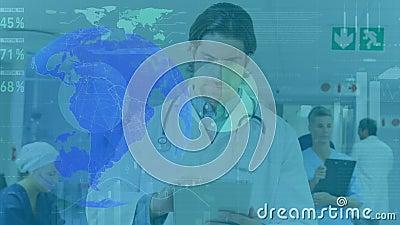 Animación de un médico varón utilizando una tableta digital en un hospital, girando globo metrajes