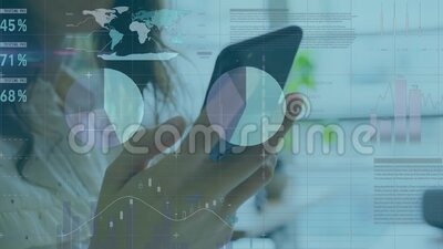 Animacja biznesmenki przy użyciu smartfona z przetwarzaniem danych finansowych zdjęcie wideo