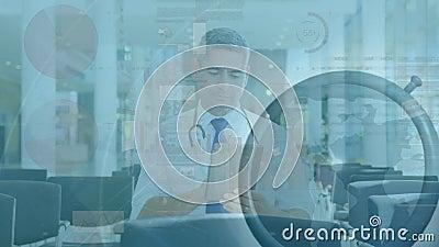 Animatie van mannelijke arts met een digitale tablet, snel bewegende klok en gegevensverwerking stock videobeelden