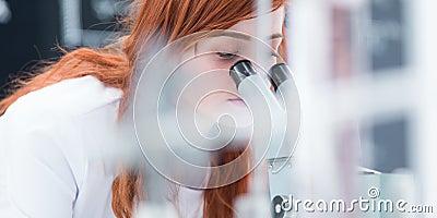 Análisis del microscopio del laboratorio