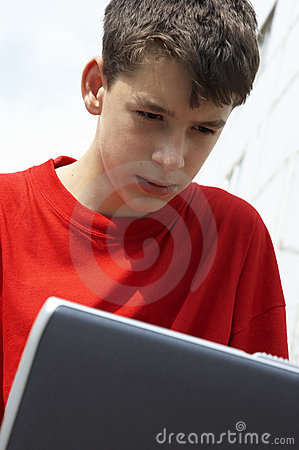 Années de l adolescence avec l ordinateur portatif