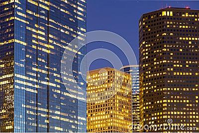 Ansicht über im Stadtzentrum gelegenes Houston bis zum Nacht